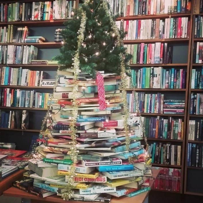 Lezen en luisteren kerst kringloopwinkel Lemmer Friesland