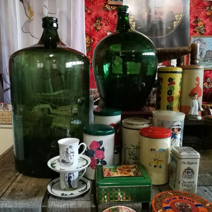 Antiek en brocante kringloopwinkel Lemmer Friesland
